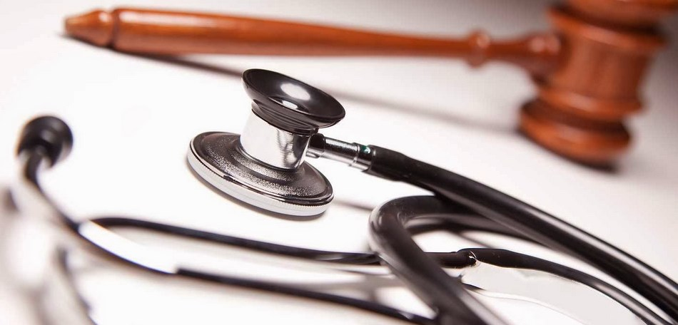 Médico terá que indenizar paciente por cirurgia plástica malsucedida nas pálpebras